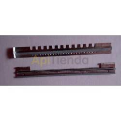 Herrajes Piquera chapa galvanizada 2 piezas 25cm Piquera fabricada en chapa galvanizada Se compone de 2 piezas. Longitud 250mm