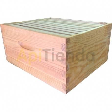 Colmenas de madera Alza  Langstroth Fija Alza o cuerpo Langstroth para colmenas fijistas. Está fabricado en madera de pino (22 m