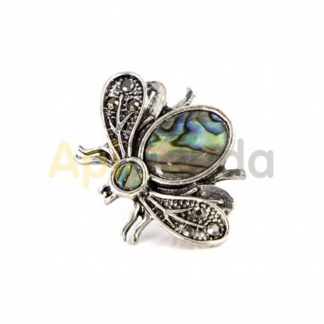 Belleza Broche - esmeralda en miel Broche en forma de abeja con un tono plata vieja y unos preciosos detalles color esmeralda.
