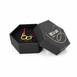 Belleza Pulsera hexagonal  - cuerda roja Pulsera fabricada plata 925, bañada en oro con correa ajustable en cuerda roja Diseño