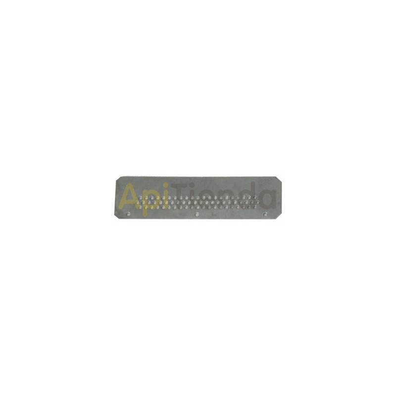 Herrajes Piquera perforada colmena/ nucleo Piquera perforada para colmena o nucleo Dimensiones 145×40mm Fabricada en chapa gal